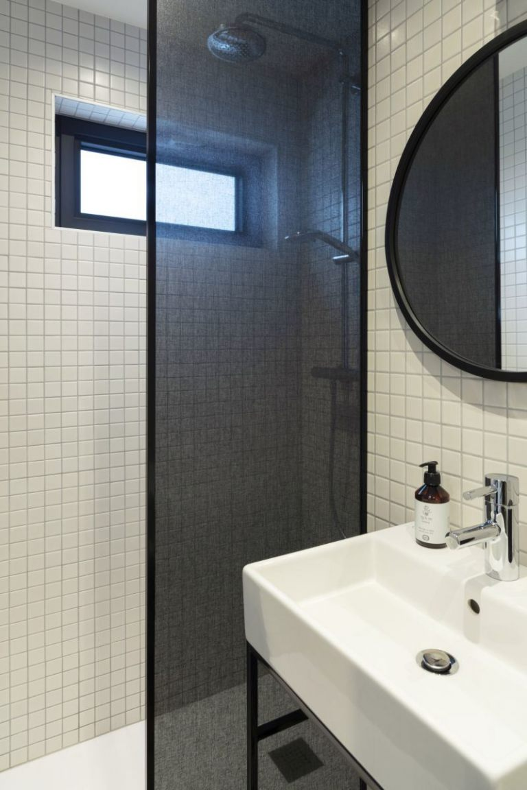 0000740_coal-bathroom-long
